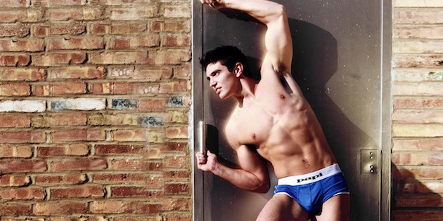 Steve Grand, cantante gay country, estrena vídeo para 'Back To California'